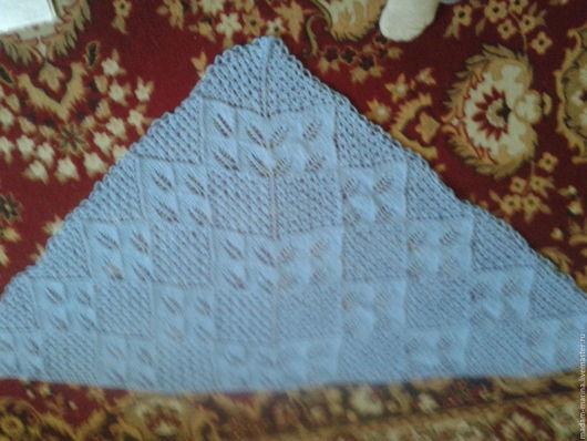 Голубая ажурная треугольная полушерстяная шаль