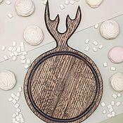 Посуда handmade. Livemaster - original item Cutting board round 25 cm with horns, color