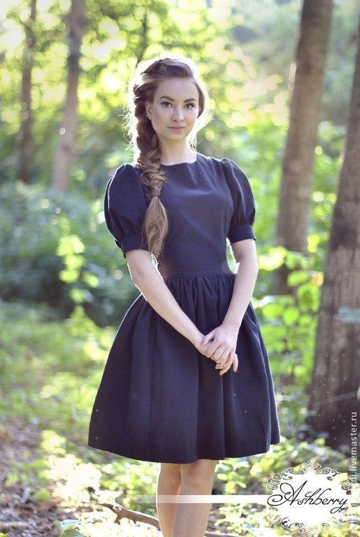 Платье `Глория`,  из 100% рифленого хлопка черного цвета, Со спины красивый вырез на декоративной золотистой молнии. Пышные рукавчики очень гармонируют с пышной юбочкой. Прелестное платье принцессы!)