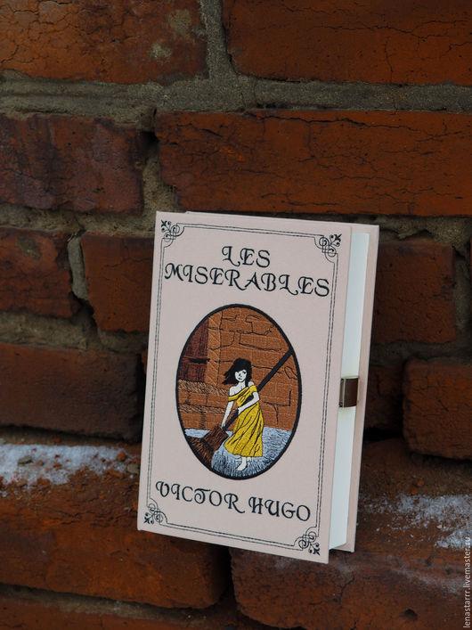 """Женские сумки ручной работы. Ярмарка Мастеров - ручная работа. Купить Клатч-книга """"Отверженные"""". Handmade. Однотонный, книга, кирпичный"""