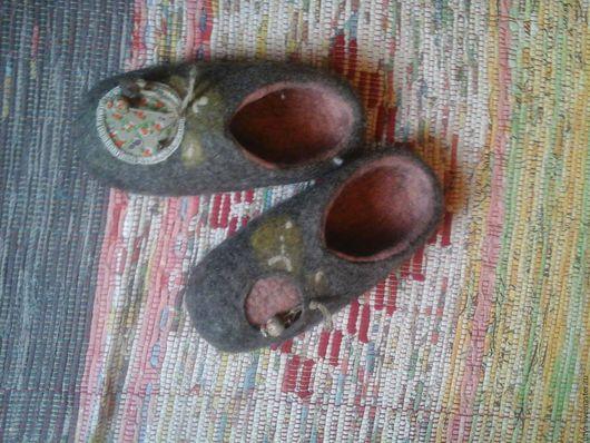 Обувь ручной работы. Ярмарка Мастеров - ручная работа. Купить валяные тапочки. Handmade. Серый, тапочки домашние, тапочки валяные