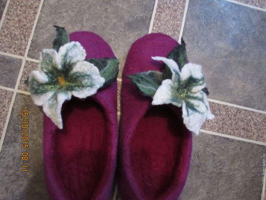 Обувь ручной работы. Ярмарка Мастеров - ручная работа. Купить Тапочки  домашние (Лилия). Handmade. Фуксия, Декор, домашний уют
