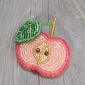 Украшения ручной работы. Ярмарка Мастеров - ручная работа Красное яблоко с листиком. Handmade.