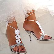 Свадебный салон ручной работы. Ярмарка Мастеров - ручная работа Свадебное украшение для ног,вязанные сандалии. Handmade.