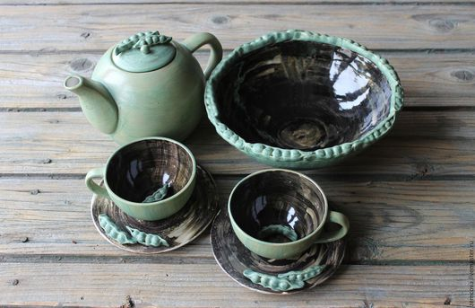 Сервиз `Зеленый горошек` №11 , состоит из 6 предметов : 2 чайные пары,заварной чайник , блюдо для фруктов или сладостей  Чайник- Высота 120 мм, диаметр 120 мм, ширина от ручки до носика - 220 мм Чаш