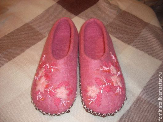 """Обувь ручной работы. Ярмарка Мастеров - ручная работа. Купить валяные тапочки """"Нежность"""". Handmade. Разноцветный, вышивка с бисером, бисер"""