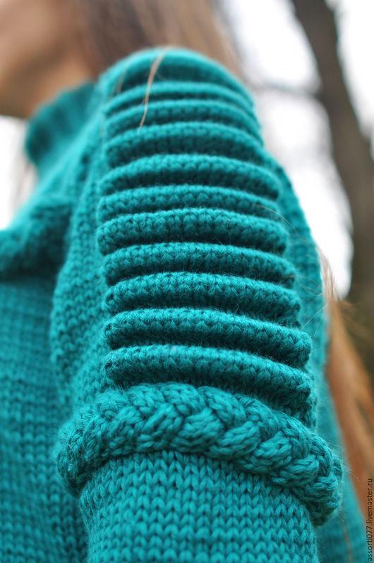 """Кофты и свитера ручной работы. Ярмарка Мастеров - ручная работа. Купить Женский свитер """"Изумрудный скорпион"""". Handmade. Зеленый, изумрудный"""