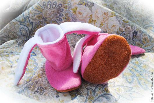 """Детская обувь ручной работы. Ярмарка Мастеров - ручная работа. Купить Тапки-зайцы """"Обычные"""". Handmade. Розовый, тапочки для девочки"""