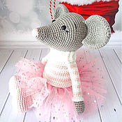 Куклы и игрушки handmade. Livemaster - original item Knitted toy Mouse in a sweater and a tulle skirt. Handmade.