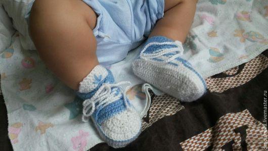"""Для новорожденных, ручной работы. Ярмарка Мастеров - ручная работа. Купить Пинетки вязаные """"Кеды"""". Handmade. Голубой, пинетки для мальчика"""