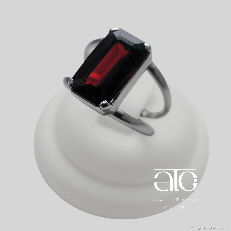 Единственный экземпляр! Элегантное кольцо с крупным 3.95 Carat. спессартин гранатом!