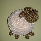 Куклы и игрушки ручной работы. Ярмарка Мастеров - ручная работа Вязаная овечка  (магнит на холодильник Овечка). Handmade.