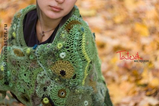 """Шали, палантины ручной работы. Ярмарка Мастеров - ручная работа. Купить Шаль """"Зеленый лес"""" ажурный фриформ. Handmade. накидка"""