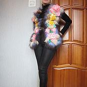Одежда ручной работы. Ярмарка Мастеров - ручная работа Вязаный жилет с натуральным мехом и цветами. Handmade.