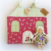 Куклы и игрушки ручной работы. Ярмарка Мастеров - ручная работа Кукольный текстильный домик-сумочка Ягода-малина. Handmade.