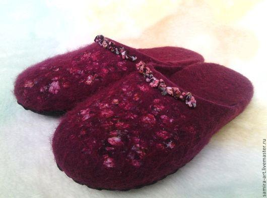 """Обувь ручной работы. Ярмарка Мастеров - ручная работа. Купить Тапочки валяные """"Serenada"""". Handmade. Бордовый, батист, шерстяные тапочки"""