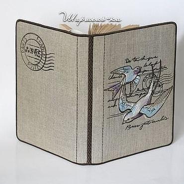 """Канцелярские товары ручной работы. Ярмарка Мастеров - ручная работа Вышитая обложка для книги """"Ласточкина почта"""". Handmade."""