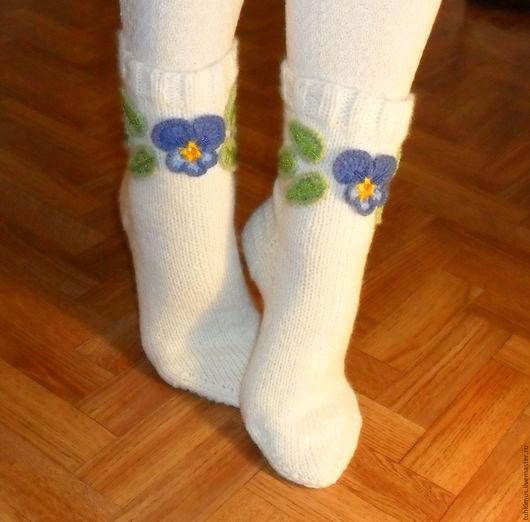 носки с аппликацией, вязаные носки, шерстяные носки, носки с анютиными глазками, носки с цветами, вышивка бисером, носки недорого, носки дёшево, дешёвые носки, недорогие носки