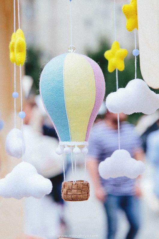"""Детская ручной работы. Ярмарка Мастеров - ручная работа. Купить Мобиль в детскую """"Воздушный шар"""". Handmade. Фетр, детская комната"""