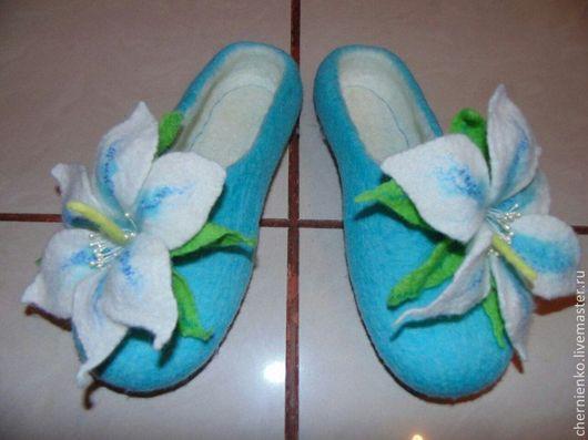"""Обувь ручной работы. Ярмарка Мастеров - ручная работа. Купить тапочки """"Нежные лилии"""". Handmade. Бирюзовый, подарок женщине девушке"""