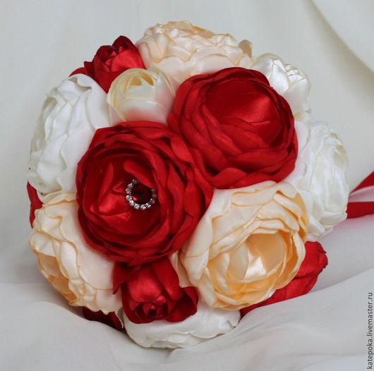 Свадебные цветы ручной работы. Ярмарка Мастеров - ручная работа. Купить Брошь-букет с красными пионами. Handmade. Ярко-красный