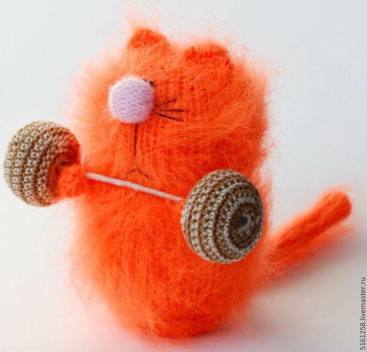 Миниатюра ручной работы. Ярмарка Мастеров - ручная работа. Купить Культурист. Кот-силач ( Вязаные игрушки коты /сувенир для спортсмена)). Handmade.