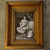 Сувениры и подарки ручной работы. Ярмарка Мастеров - ручная работа Фоторамка настенная Золотая Рамка для фото из дерева. Handmade.