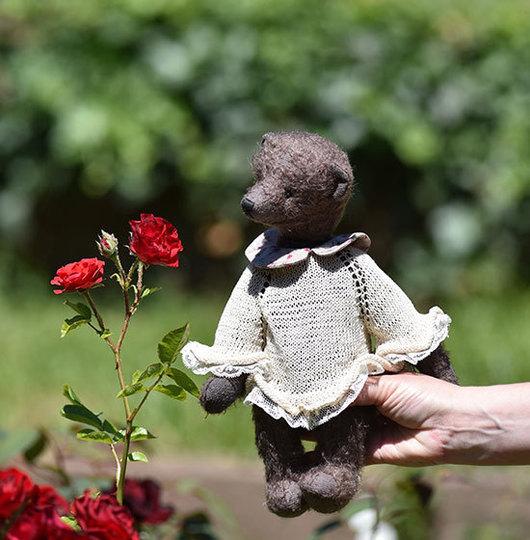 Мишка из мохера Джеки, 31 см, одежда снимается, автор Гузель Костына