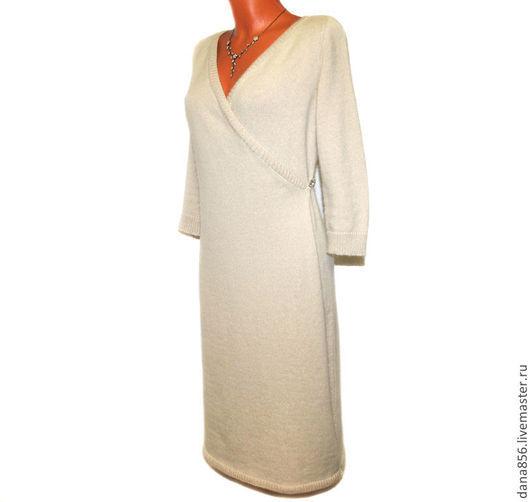 Платье из ангоры. Платье для женщины. Платье вязанное. Платье связано спицами. Трикотажное платье из Итальянской пряжи ангоры . Шёлк. Ангора и шелковая пряжа. Платье с запахом. Платье с рукавом в 3/4.