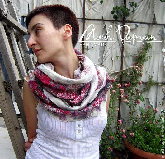 """Шали, палантины ручной работы. Ярмарка Мастеров - ручная работа. Купить Валяный шарф -снуд """" Зимняя ягода """". Handmade."""
