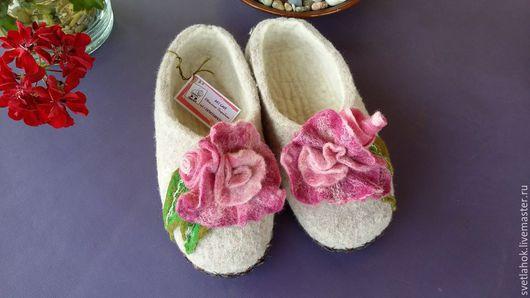 """Обувь ручной работы. Ярмарка Мастеров - ручная работа. Купить тапочки валяные домашние """"Чайная роза"""". Handmade. Серый"""