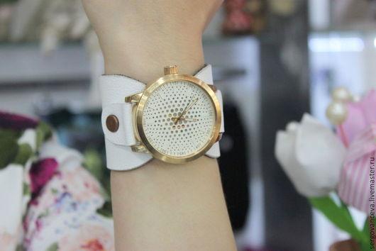 """Часы ручной работы. Ярмарка Мастеров - ручная работа. Купить Часы на белом широком ремешке """"Просто и лаконично"""". Handmade. Белый"""