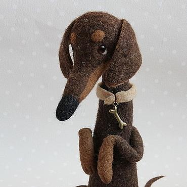 """Куклы и игрушки ручной работы. Ярмарка Мастеров - ручная работа Таксик """"Шнурок"""" собачка из шерсти. Handmade."""