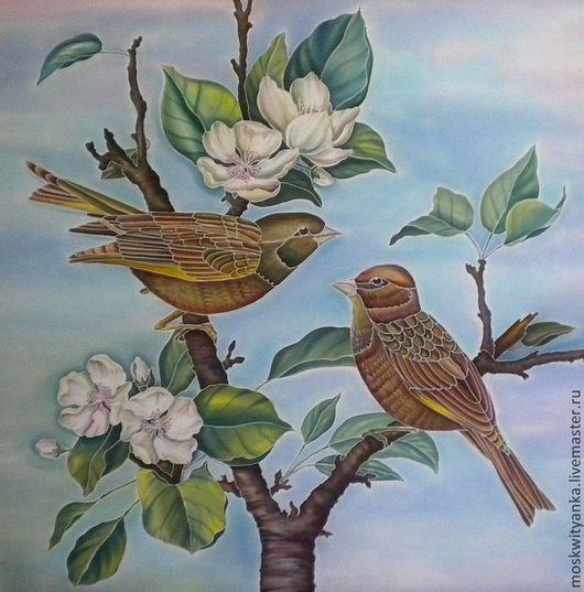 Работа выполнена по мотивам китайской живописи. Ваш гардероб украсит картина на шелке, выполненная с любовью.