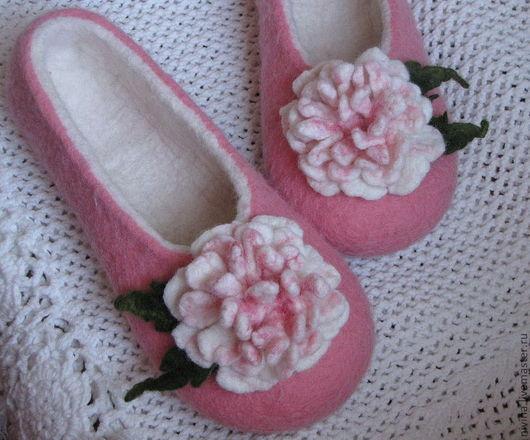 """Обувь ручной работы. Ярмарка Мастеров - ручная работа. Купить тапочки""""Пионы"""". Handmade. Домашние тапочки, подарок"""