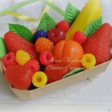 """Косметика ручной работы. Ярмарка Мастеров - ручная работа """"Лукошко с фруктами 1"""" мыло ручной работы, мыльные ягоды подарок. Handmade."""