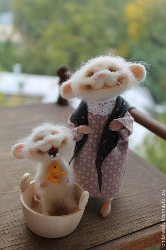 Игрушки животные, ручной работы. Ярмарка Мастеров - ручная работа. Купить Мышка умывается солнцу улыбается). Handmade. Белый