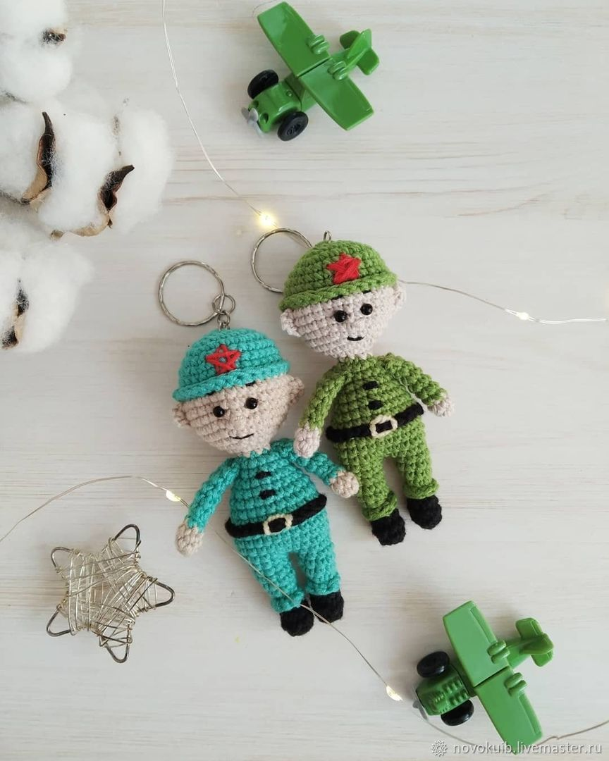 Knitted soldier keychain handmade for a soldier as a gift, Key chain, Novokuibyshevsk,  Фото №1