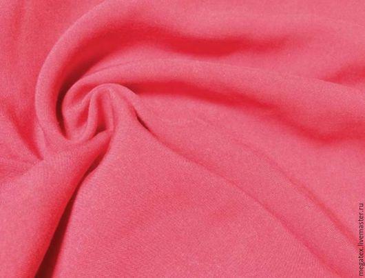 штапель вискозный Коралл. цвет меняется в зависимости от освещения, от кораллово-красного, до красного. Шитье. МегаТекс
