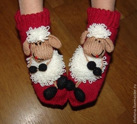 """Обувь ручной работы. Ярмарка Мастеров - ручная работа. Купить Вязаные носкотапки """"Веселые овечки"""". Handmade. Бордовый, подарок девушке"""