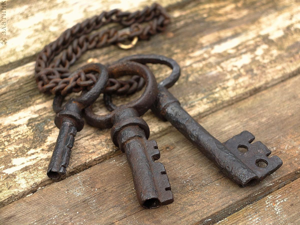Во сне у кого-то есть ваши ключи вы чувствуете, что этот человек вас контролирует?