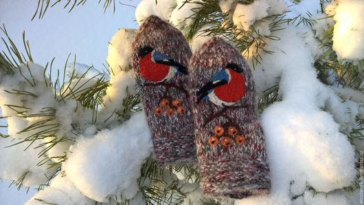Шерстяные варежки Снегири  ручной работы  снегири варежки с рисунком   подарок для женщины подарок девушке подарок на новый год варежки женские  сухое валяние. WW
