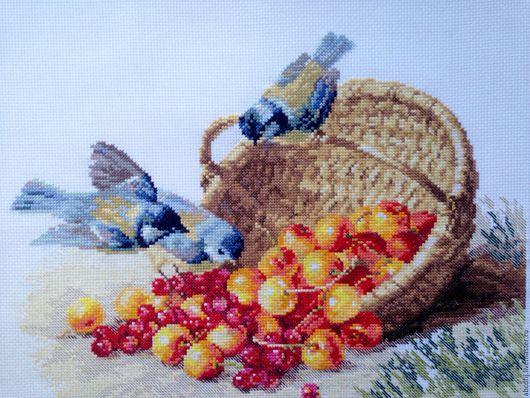 Натюрморт ручной работы. Ярмарка Мастеров - ручная работа. Купить Вышивка крестом Вышитая картина Корзина с птицами. Handmade.