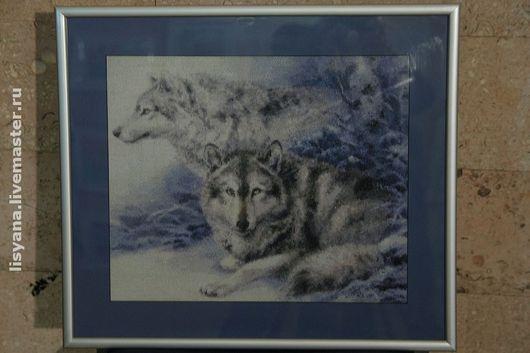 Животные ручной работы. Ярмарка Мастеров - ручная работа. Купить Картина вышитая ''Волчья пара'' в багете. Handmade. Картина