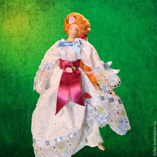 Красавица Флора,это воздушное создание, с шикарной прической, в длинном, съемном летящем платье, с широкой нижней юбкой. Лицо и туфельки нарисованы акриловой краской