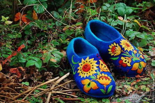 Обувь ручной работы. Ярмарка Мастеров - ручная работа. Купить Тапочки «Подсолнухи» русский стиль. Handmade. Синий, хохломская роспись