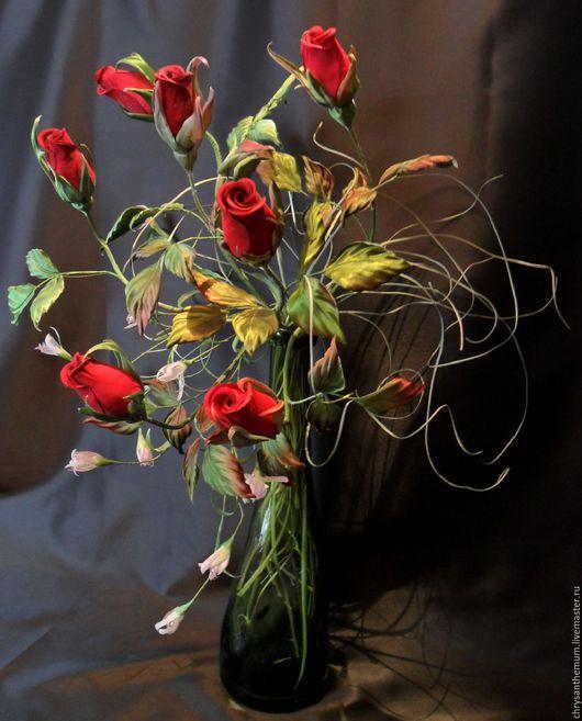 Интерьерные композиции ручной работы. Ярмарка Мастеров - ручная работа. Купить Букет бутонных красных роз из бархата и шелка для интерьера. Handmade.