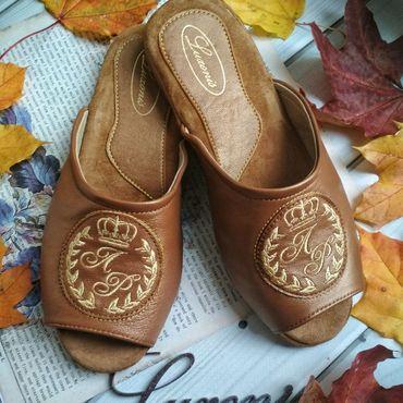 """Обувь ручной работы. Ярмарка Мастеров - ручная работа Тапочки """"Золото и коньяк"""". Handmade."""