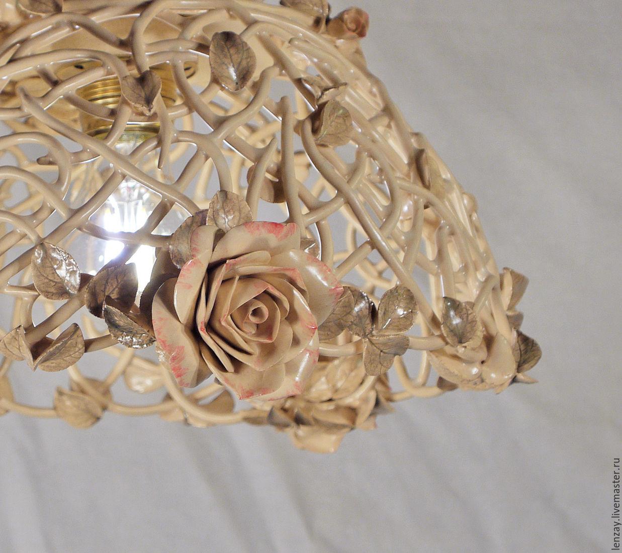 Потолочный светильник в будуарном стиле `Прозрачность`. Плетеная керамика и керамическая флористика Елены Зайченко