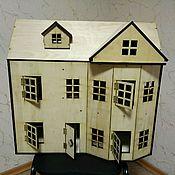 Куклы и игрушки ручной работы. Ярмарка Мастеров - ручная работа Кукольный домик из дерева в викторианском стиле с мансардой. Handmade.